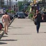 Foto: Un bărbat a fost surprins în pielea goală pe o stradă din Chișinău