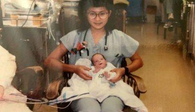 """O asistentă de la neonatologie a îngrijit un prematur de 1,7 kg. 28 de ani mai tarziu, femeia a avut o surpriză. ,,Da, era el, venise la spital"""""""