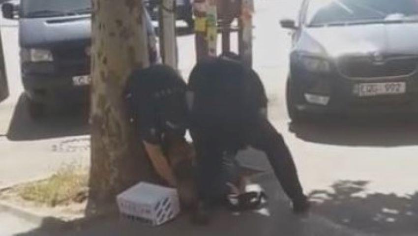 Foto: Poliția vine cu o precizare, în cazul bărbatului care vindea nuci în stradă