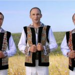 """Foto: Premieră! Artistul Ion Paladi cântă alături de cei doi frați ai săi ,,La mulți ani, mamă, îți spunem""""!"""