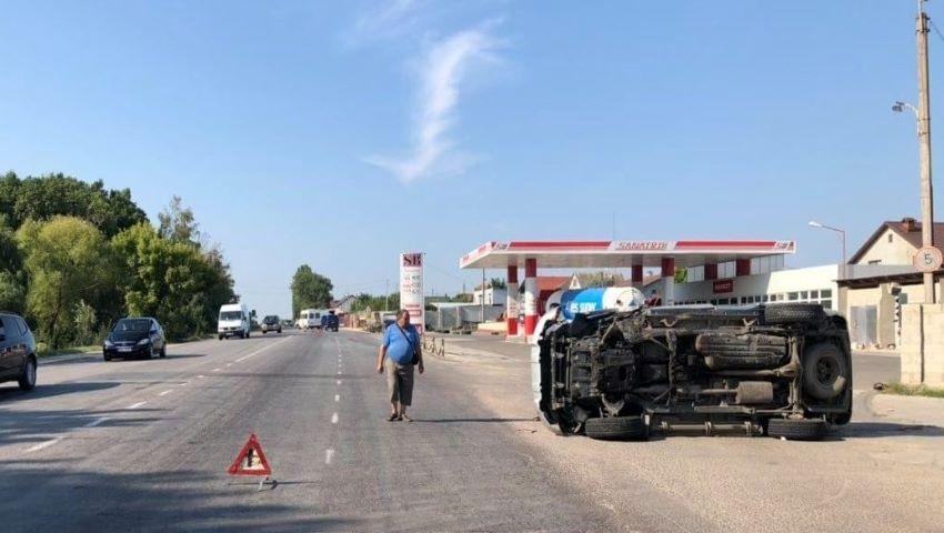 Foto: Accident la Dumbrava cu implicarea unui microbuz de linie. 3 pasageri au ajuns la spital