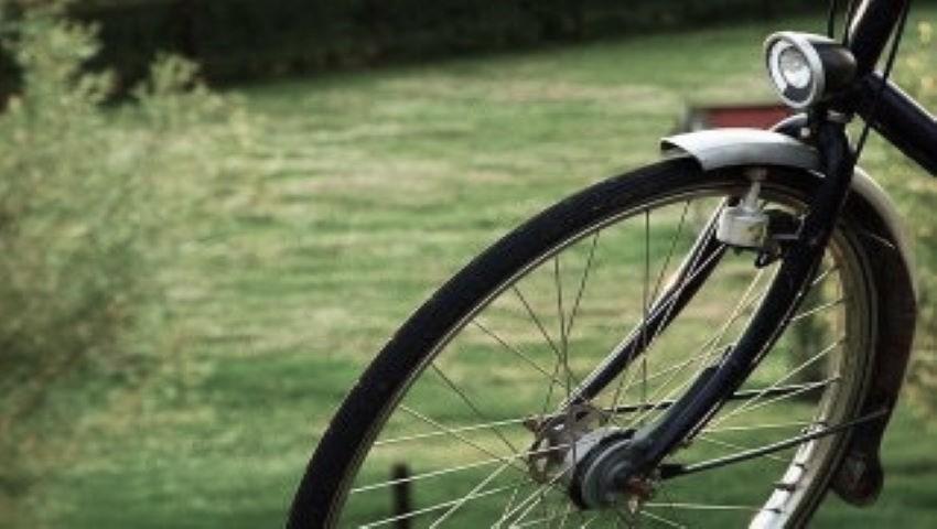 Foto: Râșcani: O fetiță pe bicicletă, spulberată mortal de un BMW