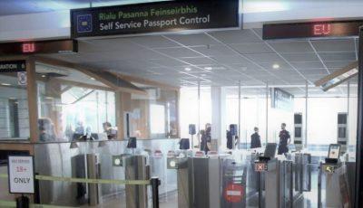 """Aeroportul din Dublin a fost împânzit cu mesaje în limba română: """"Dacă ești traficată pentru sex, te rog…"""""""