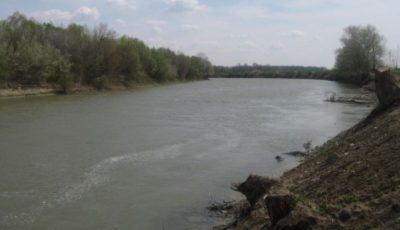 O fetiță de 13 ani s-a înecat în râul Prut. Salvatorii îi caută trupul neînsuflețit