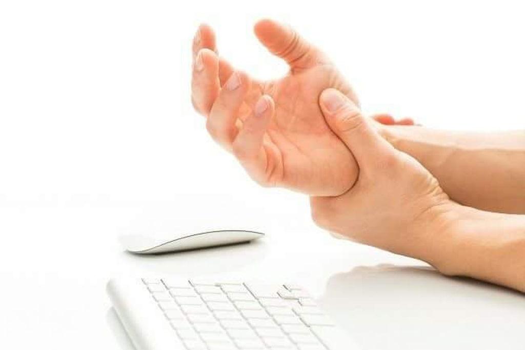 Foto: Ce boli ascund furnicăturile resimțite în mâini și picioare