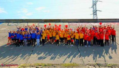Cel mai mare tricolor, pictat de 100 de copii de pe ambele maluri ale Prutului! Foto