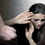Foto: O tânără, bătută rău de iubit pentru că un alt bărbat a condus-o acasă