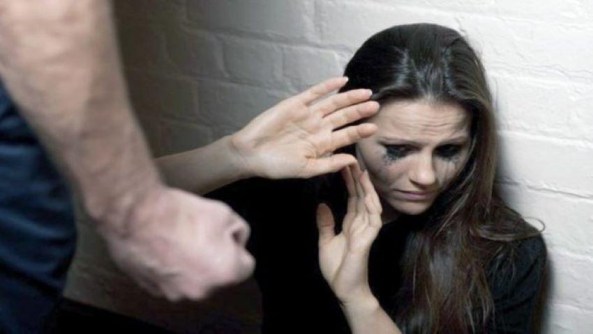 O tânără, bătută rău de iubit pentru că un alt bărbat a condus-o acasă
