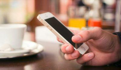 O tânără a rămas fără telefonul mobil fiind în casă. Hoțul a intrat în apartament prin balcon