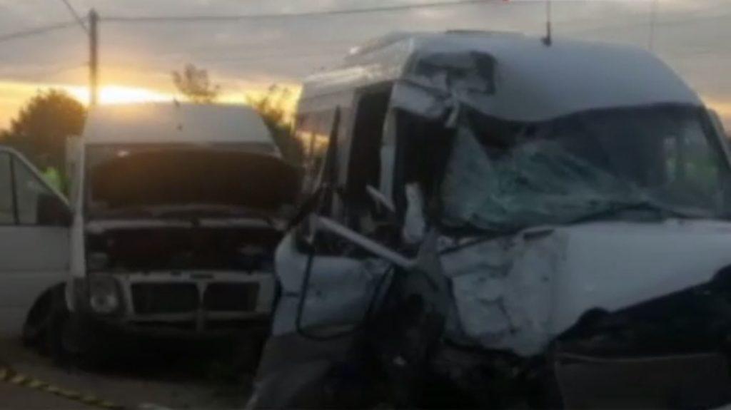 Foto: 14 moldoveni, grav răniți într-un accident cumplit în România