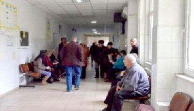 Țara în care medicii sunt sancționați dacă lasă pacienții să aștepte ore întregi pe holuri