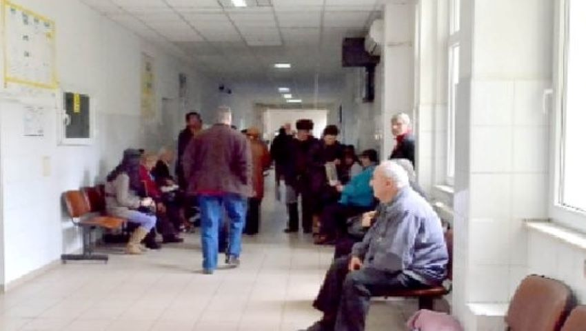 Foto: Țara în care medicii sunt sancționați dacă lasă pacienții să aștepte ore întregi pe holuri