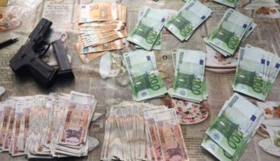 Hoții au furat peste 52.000 de euro, aur și alte bunuri dintr-o gospodărie din satul Mărculești