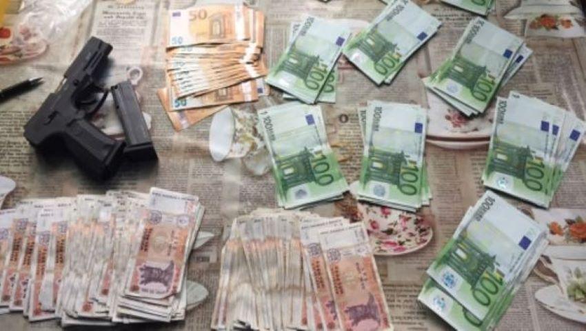 Foto: Hoții au furat peste 52.000 de euro, aur și alte bunuri dintr-o gospodărie din satul Mărculești