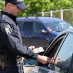 Foto: Șoferii moldoveni ar putea să conducă mijlocul de transport fără să aibă la ei permisele de conducere? INP oferă precizări