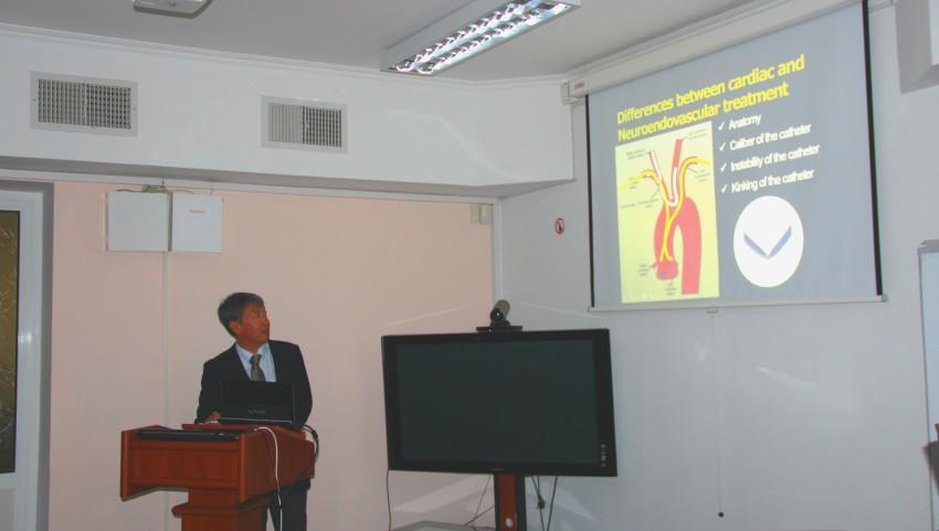 Foto: Un chirurg japonez va efectua mai multe operații cu utilaj performant, la Institutul de Neurologie și Neurochirurgie din Chișinău