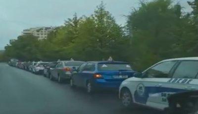 Instructorul auto, decedat la volan în timpul orelor practice, a fost condus pe ultimul drum. Video