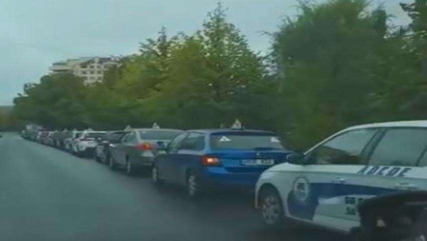 Foto: Instructorul auto, decedat la volan în timpul orelor practice, a fost condus pe ultimul drum. Video