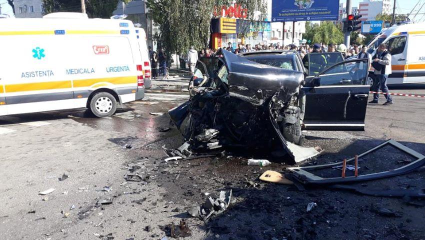 Foto: Poliția oferă detalii despre accidentul de la Buiucani: viteza excesivă și traversarea intersecției la culoarea interzisă a semaforului
