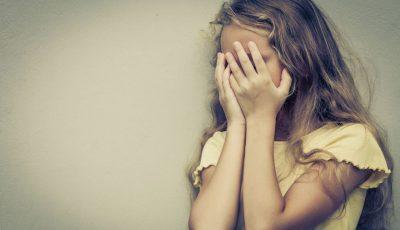 Video revoltător! O fetiță din Călărași ar fi fost snopită în bătaie de părinții adoptivi