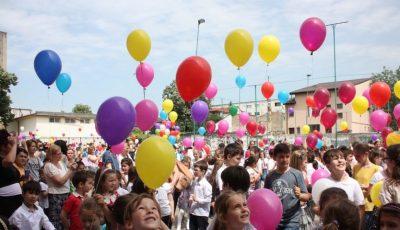 Elevii sunt îndemnați să renunțe la baloanele cu heliu la careuri