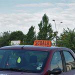 Foto: Un instructor auto din capitală a decedat subit în timpul șofatului. Cum a reacționat tânărul, care se afla alături?
