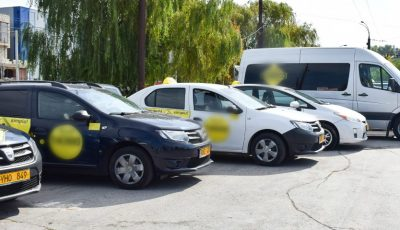 Persoanele care își planifică o călătorie cu taxiul, și au copii, sunt rugate să solicite de la operator o mașină dotată cu scăunel auto