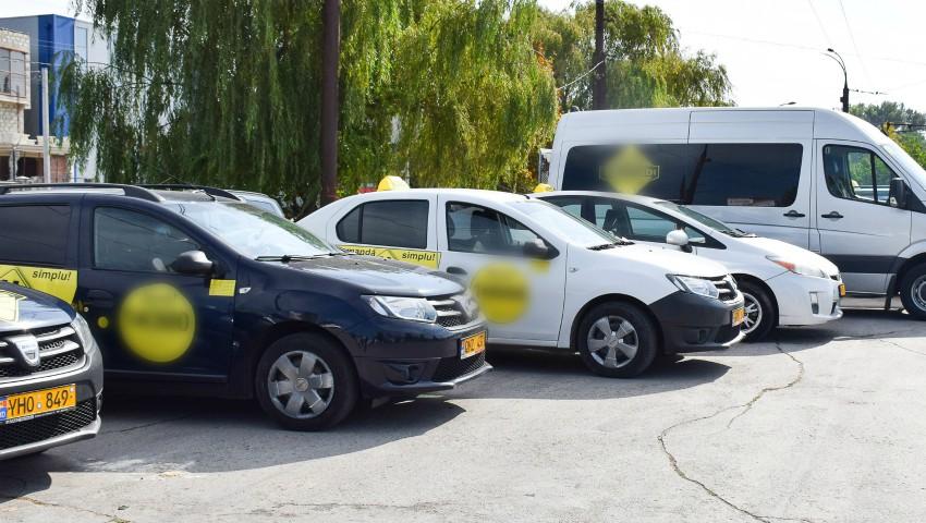 Foto: Persoanele care își planifică o călătorie cu taxiul, și au copii, sunt rugate să solicite de la operator o mașină dotată cu scăunel auto