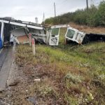 Foto: Grav accident la Sângerei. Un microbuz a fost rupt în două