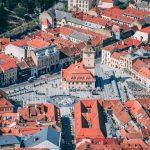 Foto: Orașul Brașov a votat interzicerea farfuriilor, paharelor și a tacâmurilor de plastic la evenimente
