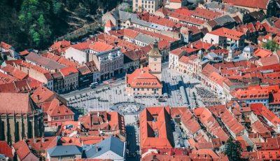 Orașul Brașov a votat interzicerea farfuriilor, paharelor și a tacâmurilor de plastic la evenimente