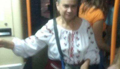 O taxatoare din Capitală s-a îmbrăcat în ie, de Ziua Limbii Române