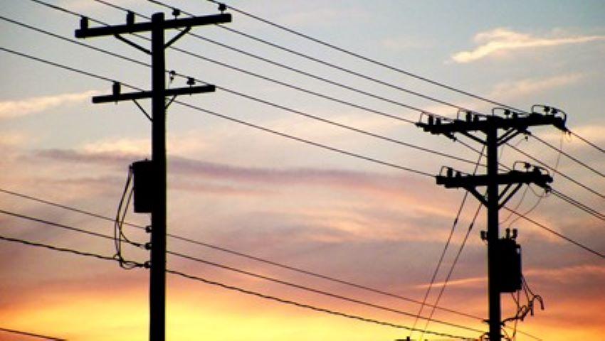 Foto: Se apropie furtuna! Reprezentanții de la rețelele electrice vin cu recomandări