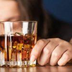 Foto: În Moldova, tot mai multe femei tinere consumă alcool în cantități mari. Specialiștii bat alarma!