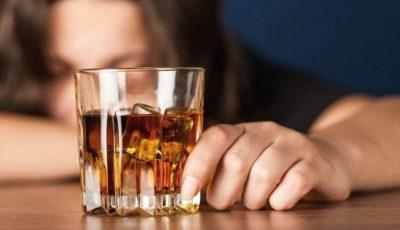În Moldova, tot mai multe femei tinere consumă alcool în cantități mari. Specialiștii bat alarma!