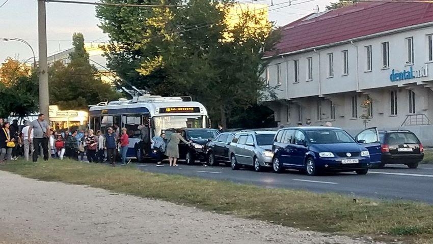 Foto: Accident în lanț în sectorul Telecentru