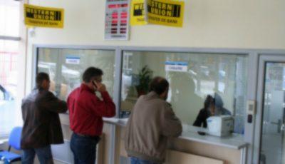 Două casierițe, mamă și fiică, au furat 100 de mii de dolari de la o bancă din Moldova