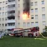 Foto: Incendiu într-un bloc de apartamente din Germania, cauza fiind o trotinetă electrică