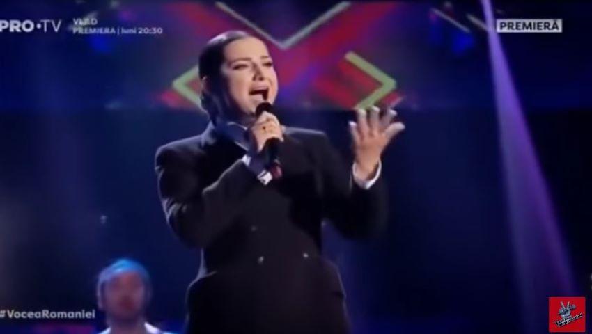 "Foto: Dana Markitan, pe scena de la ""Vocea României""! Moldoveanca a interpretat piesa ,,Arlecchino"" a Allei Pugachiova"