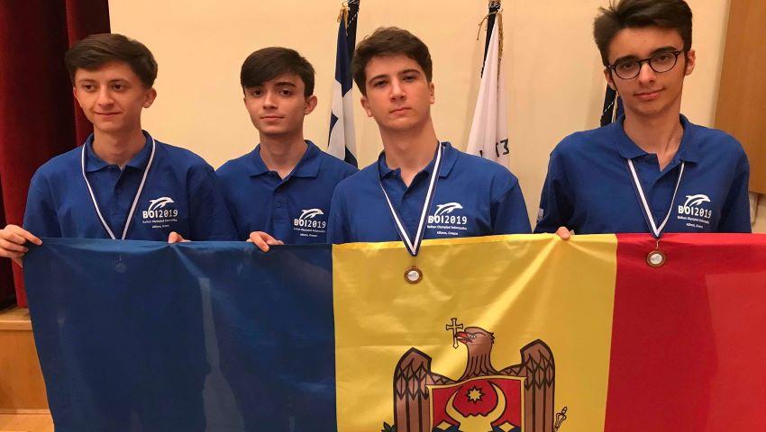 Foto: Elevii moldoveni au obținut trei medalii de bronz la Olimpiada Balcanică de Informatică