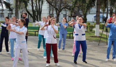 Studenții de la medicină organizează un flashmob în centrul Capitalei