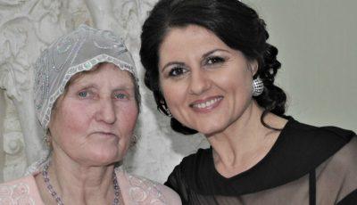 Interpreta Lenuța Burghilă își sărbătorește mama!