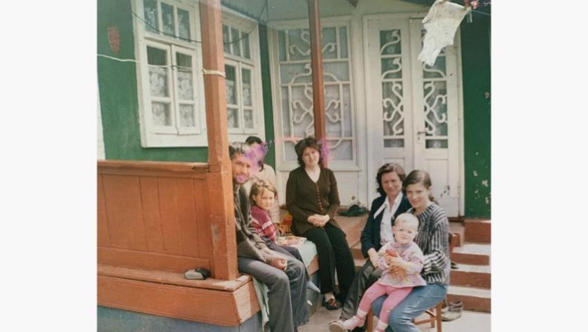 """Foto: Emilian Crețu, despre casa din copilăria sa: ,,Sărăcie lipita cu scoci, așa arată casa mea când eram eu mic…"""""""