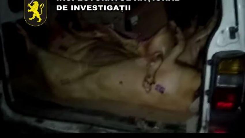 Foto: O tonă de carne de porc transportată în condiții insalubre, urma să ajungă pe piețele din nordul țării