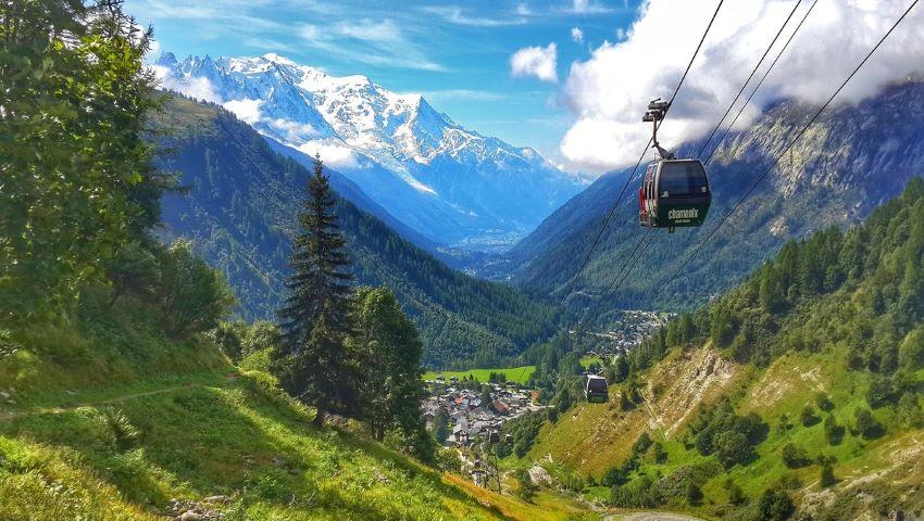 Foto: Se prăbușește un ghețar masiv de pe Mont Blanc! Autoritățile italiene au început evacuarea