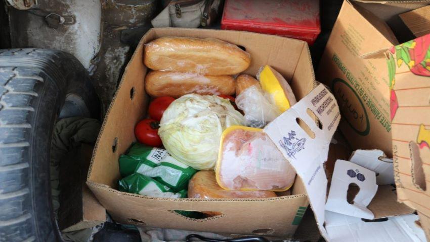 Foto: Angajații unei grădinițe, reținuți de polițiști în timp ce sustrăgeau produsele alimentare destinate copiilor
