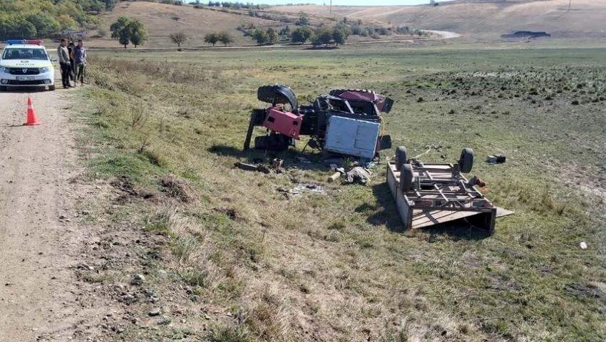 Foto: O femeie din Hâncești a murit după ce s-a răsturnat cu tractorul