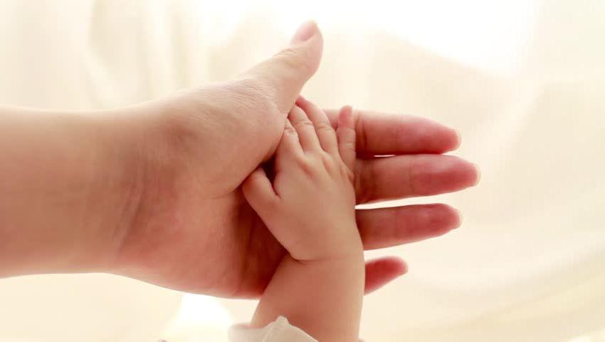 Foto: Mărturisile unei femei care a născut natural o fetiță de 5 kg. Medicii i-au rupt bebelușei clavicula