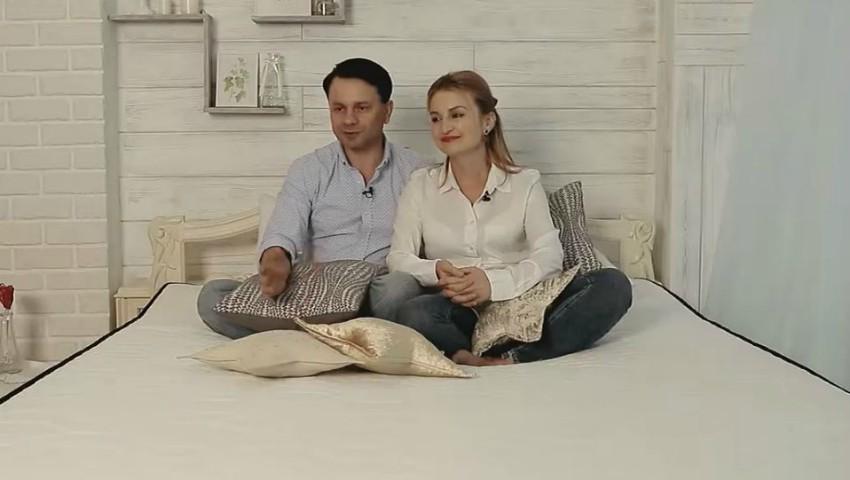 Foto: Mihail și Viorica Agafița: Ea l-a luat cu bombonica și de atunci l-a făcut dependent de dulceața dragostei