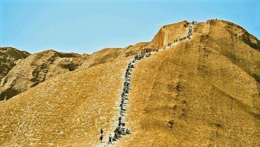 Foto: Muntele sacru din Australia a fost închis definitiv turiştilor
